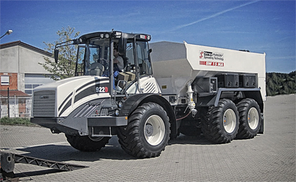 922D equipped with Streumaster